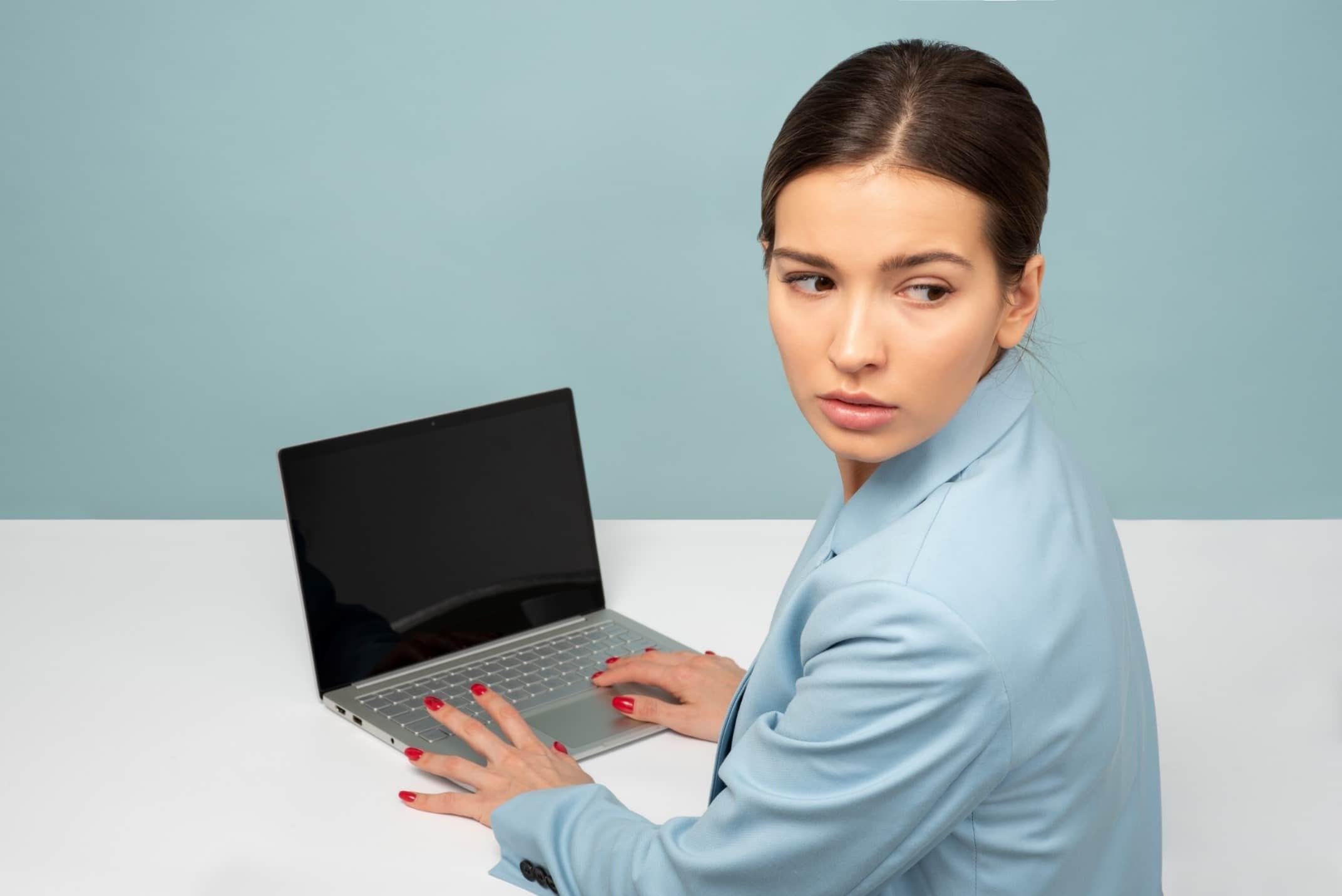 Come una password sicura protegge il vostro laptop dagli hacker